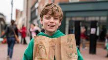 Garoto de 12 anos distribui lanches para moradores de rua nos EUA