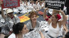 Susan Sarandon among protesters arrested at anti-Trump immigration rally