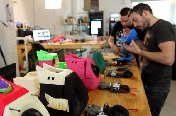 MakerBot uncovers the miracle of 3D printed 'bot making (video)