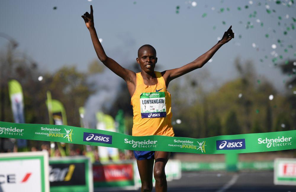 Marathon de Paris: double victoire pour les Kényans Lonyangata et Rionoripo,mari et femme