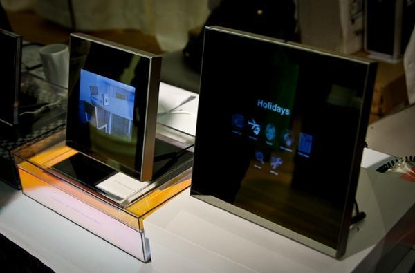 Parrot debuts Android-based Grande Specchio photo frame