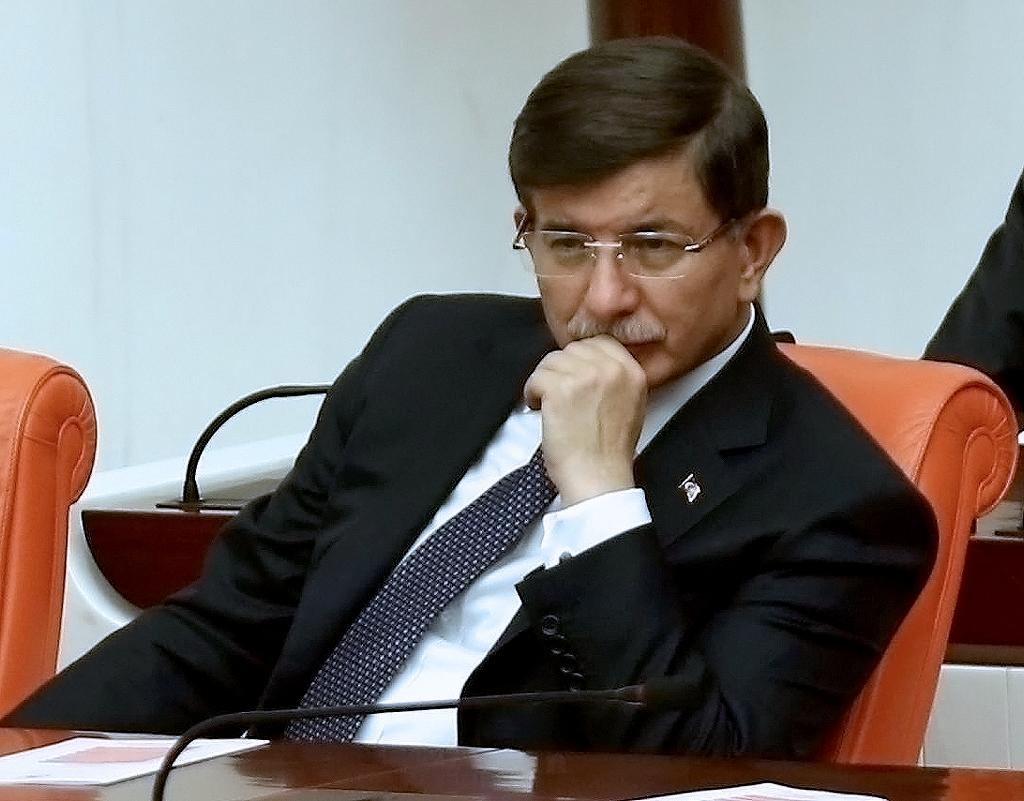 Turkish Prime Minister Ahmet Davutoglu attends a parliamentary session in Ankara on November 28, 2015 (AFP Photo/Adem Altan)
