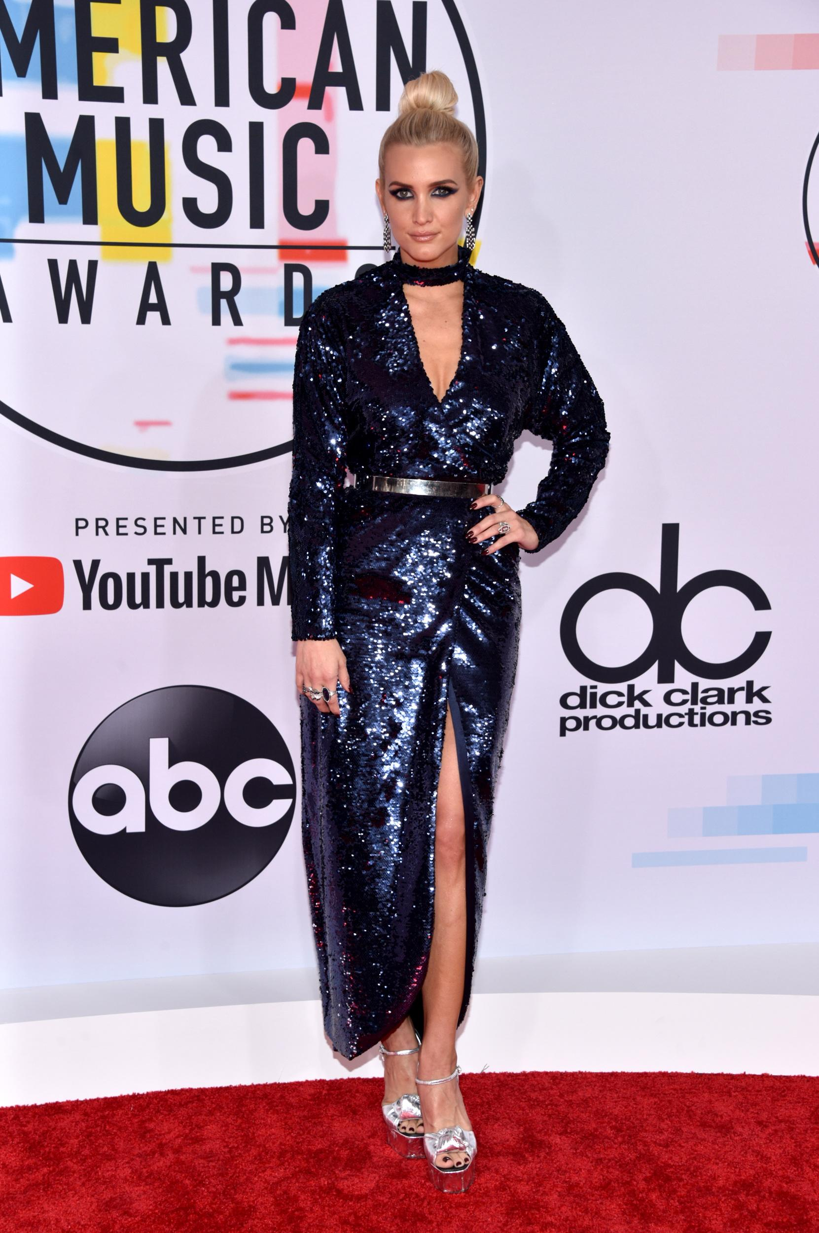 LOS ANGELES, CA - OCTOBER 09: Ashlee Simpson attends the 2018 American Music Awards at Microsoft Theater on October 9, 2018 in Los Angeles, California. (Photo by John Shearer/Getty Images For dcp)