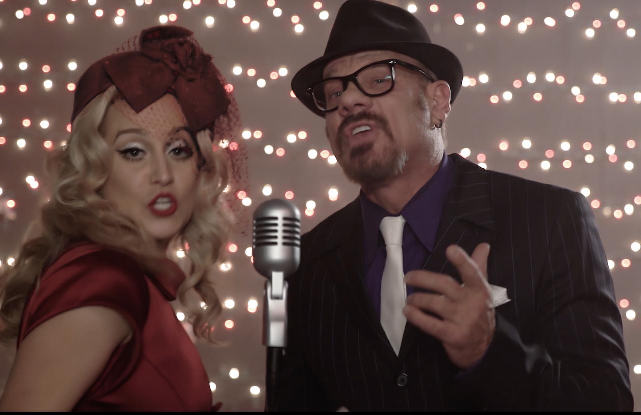 New Christmas video from Kellie Pickler, Phil Vassar [Video]