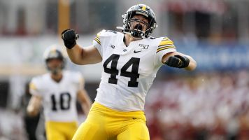 No. 19 Iowa survives thanks to botched return