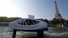 I taxi che sfiorano l'acqua, a Parigi collaudato lo strano prototipo tra auto, aereo e barca