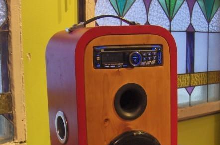 Oval bookshelf is the perfect case for this DIY car stereo radio (video)