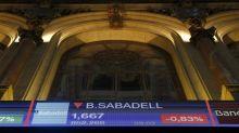 El IBEX 35 pierde un 0,75 % y los 10.200 puntos arrastrado por la banca