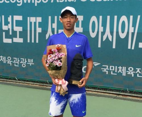 曾俊欣打下首個一級網賽單打冠軍。