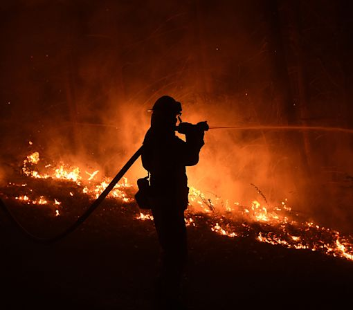 Deadly California wildfire threatens Big Sur coast
