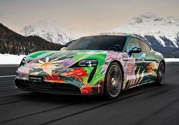 不只做公益,更是完美的新車行銷布局,保時捷與藝術家合力創作Taycan彩繪車將進行義賣