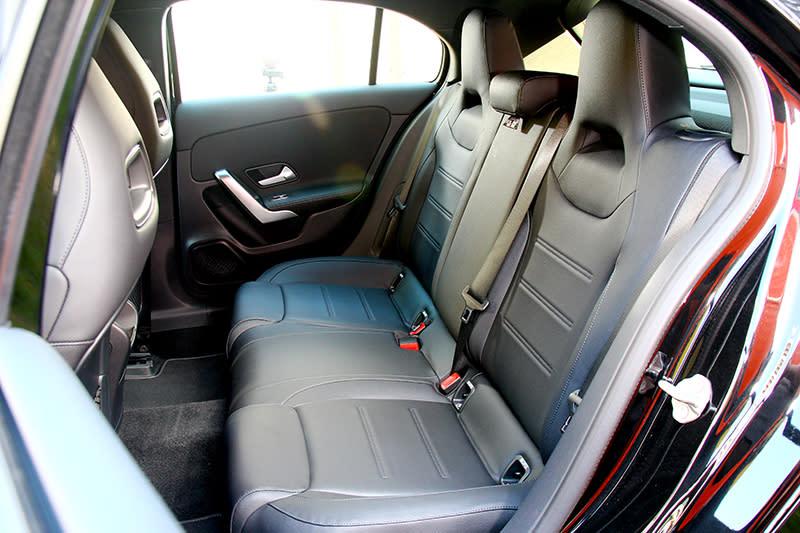 車身尺碼與軸距都有所增加,因此車室空間也因此而受會變得更充裕。