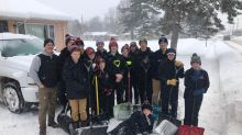 Ice Hockey Team Helps Clear Snow for Neighbors in Storm-Hit Wisconsin