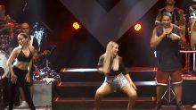 Anitta rebola com Carla Perez ao som de Harmonia do Samba em Salvador