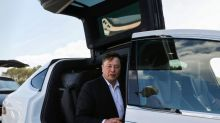 Musk besucht Tesla-Fabrik in Grünheide