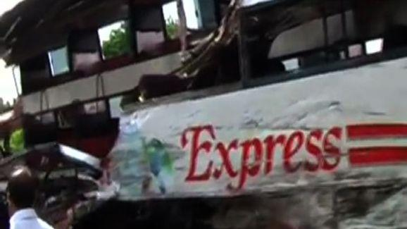 Bus-tempo accident claims 13 lives, toll might go up