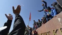 Kyrgyzstan leader holds talks to try to end political crisis