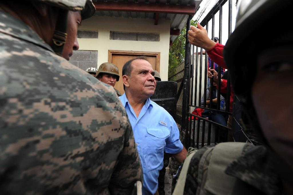 Radio and TV Globo journalist David Romero (C), leaves the court in Tegucigalpa, on November 13, 2015 after being found guilty of six charges of defamation