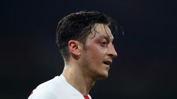 Arsenal news: Mesut Ozil is 'world class' and should keep on playing, says Alex Iwobi