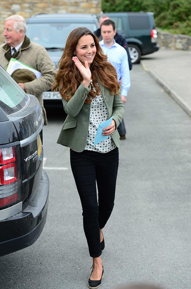 Kate joined William out and about in Anglesey, wearing aZara top, Paige denim jeans and a Ralph Lauren jacket.