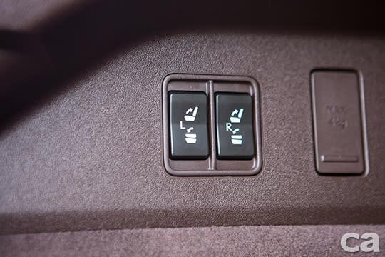 第三排座椅採電動收折,輕鬆省力。