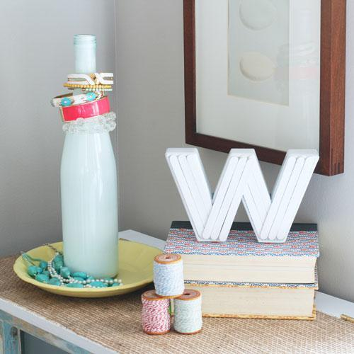 12 easy crafts made with recycled materials for Easy to make recycled products