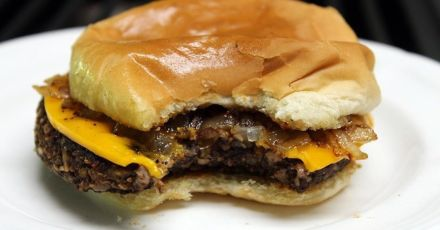 Dr. Pedre warns bad effects of meatless burgers