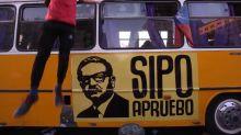 Chile cierra la campaña para el plebiscito constitucional con un banderazo y una caravana