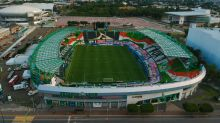 Aficionados impiden toma de posesión de estadio del León por nuevos dueños
