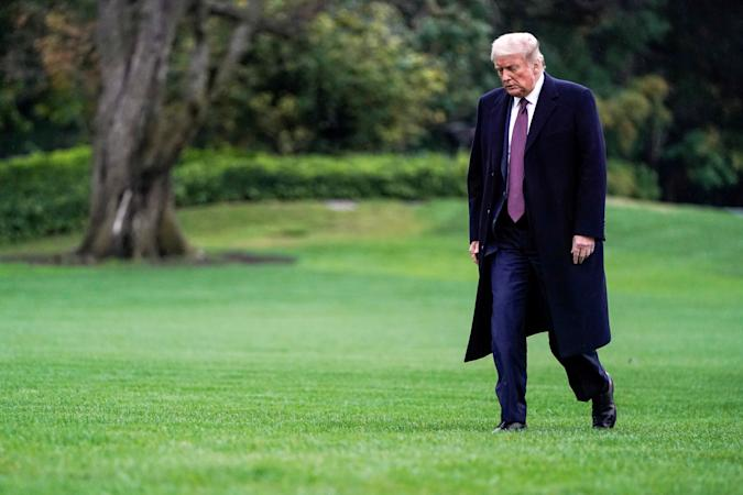 U.S. President Donald Trump walks from Marine One as he returns from Bedminster, New Jersey, on the South Lawn of the White House in Washington, U.S., October 1, 2020.      REUTERS/Joshua Roberts     TPX IMAGES OF THE DAY