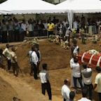 Mass funerals begin after deadly Sri Lanka attacks