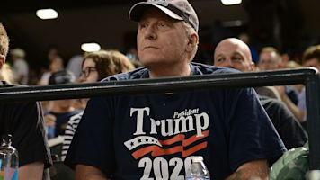 Trump thinks Schilling belongs in Hall of Fame