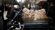 Protestas en Francia bloquean carreteras e interrumpen servicio de tren y metro en París