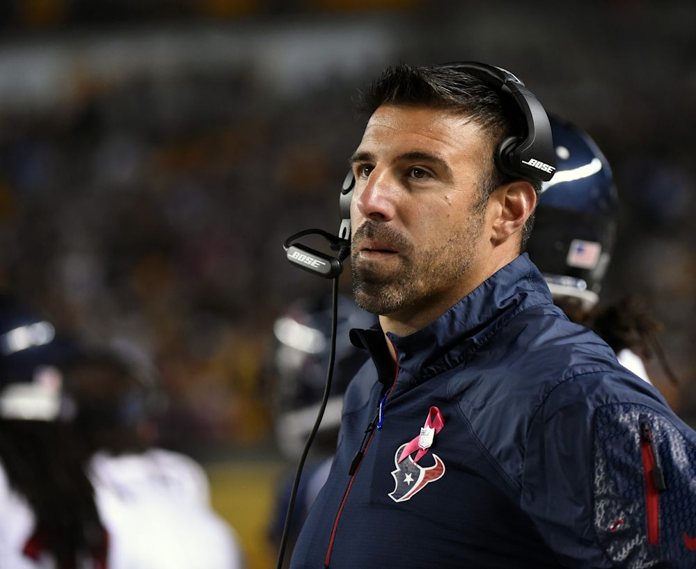 Texans coach Mike Vrabel will reportedly interview with the Los Angeles Rams. (Getty Images)