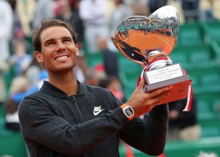 Nadal ergue troféu em Monte Carlo