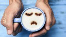 8 alimentos e bebidas que podem piorar seu humor