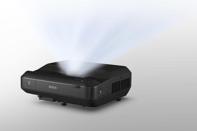 Epson lleva la proyección Full HD láser a las distancias cortas