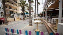 Covid-19: après des vidéos de foules de touristes éméchés, Majorque ferme des bars
