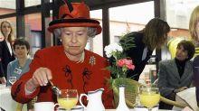 高貴的化身 英女皇食蕉都要用刀叉?