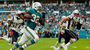 Dolphins shock Pats with game-ending lateral