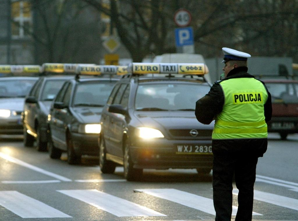 Hundreds of taxis blocked central Warsaw to protest against competitors