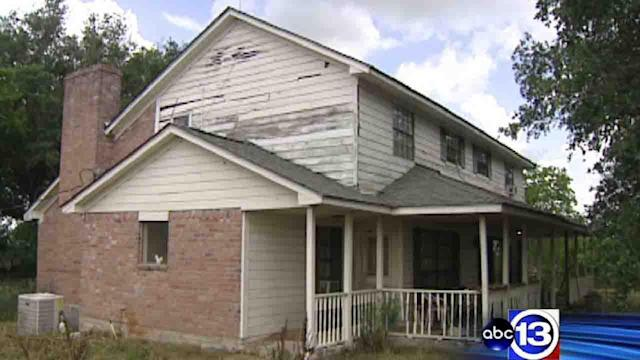 Church volunteers fix couple's deteriorating home