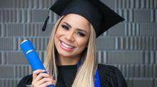 """Lexa se forma na faculdade de marketing e comemora: """"Educação é o caminho"""""""