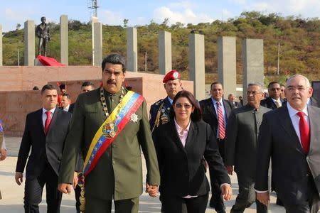 Cinco detenidos en Venezuela por arrojar objetos al presidente Maduro