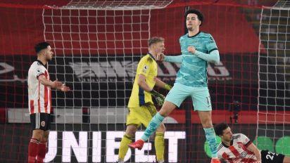 Jones dedica gol a Alisson após morte de pai do goleiro