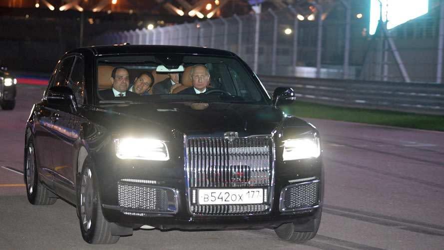 普京親自駕駛AURUS Senat,載埃及總統逛賽道
