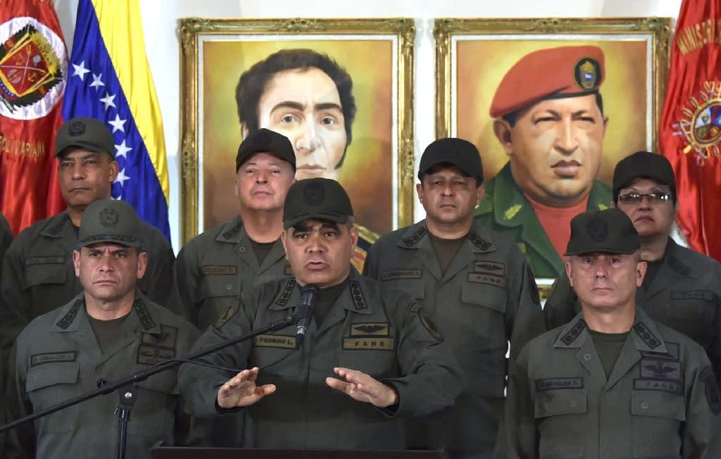 Venezuelan Defense Minister Vladimir Padrino (C) vowed the armed forces' loyalty to President Nicolas Maduro (AFP Photo/YURI CORTEZ)