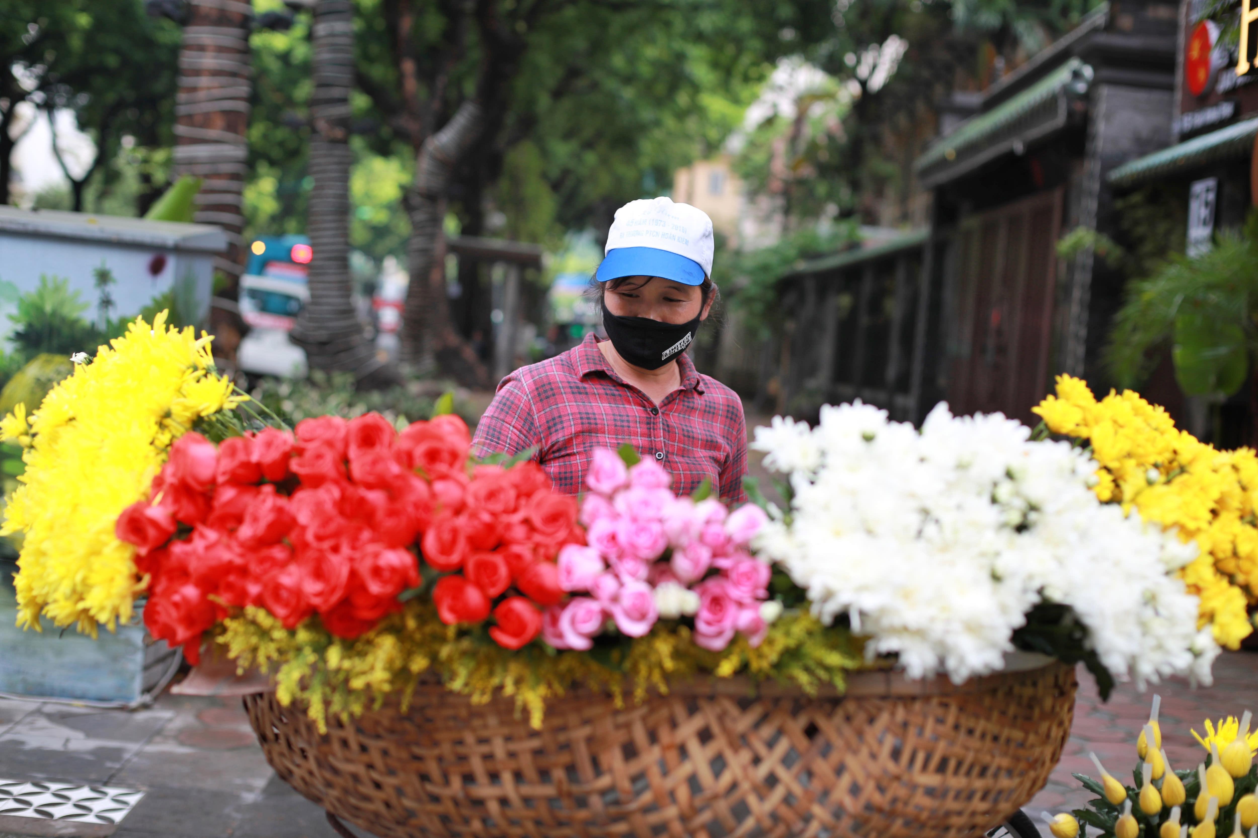 Vietnam capital short of test kits as national coronavirus cases climb
