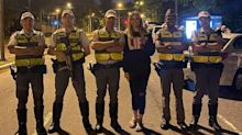 """Luciana Gimenez posa com policiais: """"Nem tudo é o que parece"""""""