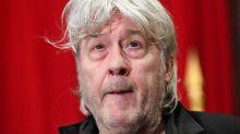 Arno : traité pour son cancer du pancréas, le chanteur belge prend une décision radicale